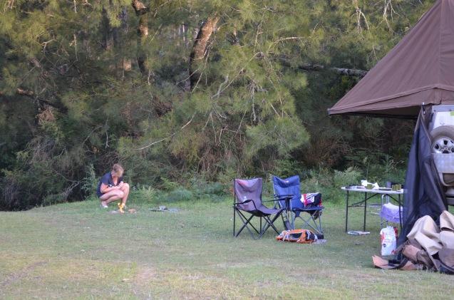 Nataschja setting up the campfire/bbq